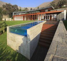 Bellissima piscina dal design moderno n.16