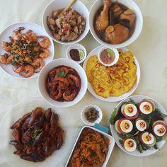 A Tok Panjang spread for the cover of the next cookbook.  #tokpanjang #cincalok #cincalokomelette #ayamcincalok #sambalterung #butterprawns #kaichao #sambaludang #nyonyasalad #achar #acharawak #baba #babanyonya #peranakan #peranakanfood #nyonyafood #nyonya #nyonyacuisine #nyonyacooking #nyonyarecipe #malaysia #malaysianfood #straitschinese #malacca #melaka #singapore #heritage #heritagefood #peranakanculture #babanyonyaperanakans Curry, Ethnic Recipes, Food, Curries, Essen, Meals, Yemek, Eten