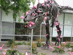 A flock of lawn flamingos can pick a T-rex clean in under 90 seconds - Imgur