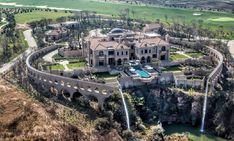 2017 most expensive homes in the US top list. Facts about billionaires most expensive luxury houses in the world. Mansions, mega-mansions, real estate, the m. Billionaire Homes, Waterfall Features, Dream Mansion, Mega Mansions, Mansions Homes, Rich Home, Gate House, Modern Mansion, Expensive Houses
