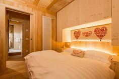 Camera da letto padronale, soffitto intagliato