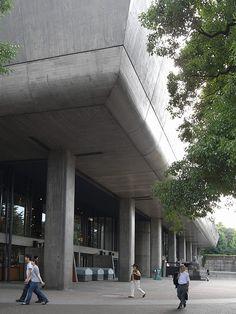 No.226-2 東京文化会館 前川國男建築設計事務所 東京都台東区 1961年 http://ja.wikipedia.org/wiki/%E5%89%8D%E5%B7%9D%E5%9C%8B%E7%94%B7 コンクリートの打ち放しと巨大な庇。向かいは、国立西洋美術館。