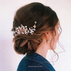 Great Whether a classic chignon, textured updo or a chic wedding updo with a beautiful details. These wedding updos are perfect for any bride looking for a unique The post Whether a classic ..