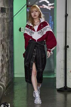 Korean Fashion Trends you can Steal – Designer Fashion Tips Korean Fashion Trends, Asian Fashion, Look Fashion, Latest Fashion Trends, Runway Fashion, High Fashion, Fashion Show, Fashion Outfits, Fashion Design