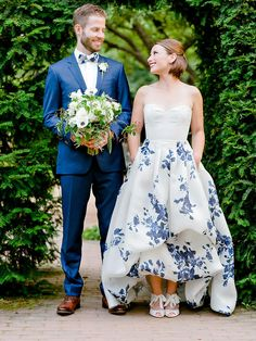 8 Non-White Wedding Dresses for the Bold Bride - Mode Stil Non White Wedding Dresses, Traditional Wedding Dresses, Wedding Suits, Wedding Attire, Bride Dresses, Floral Wedding, Wedding Dress Blue, Traditional Weddings, Blue Bridal