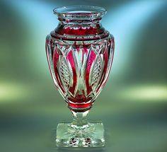 Val Saint Lambert Vase Jupiter cristal clair doublé rouge.