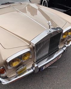 Cream Aesthetic, Classy Aesthetic, Brown Aesthetic, Aesthetic Vintage, Old Vintage Cars, Vintage Stil, Old Cars, Antique Cars, Pretty Cars