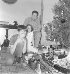 Photos of S scale trains, model layouts and American Flyer trains by the A., Plasticville and more. Old Time Christmas, Christmas Past, Christmas Morning, Holiday Train, Christmas Train, Vintage Christmas Photos, Fantasy Model, Hobby Trains, Classic Image