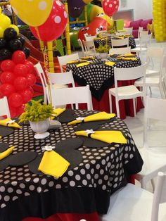 Salão!!! Table Decorations, Furniture, Home Decor, Fiesta Mickey, Decoration Home, Home Furnishings, Interior Design, Home Interior Design, Tropical Furniture