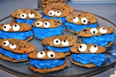 The Creative Bubble: cookie monster cookies. These would be adorable for a Seseme street birthday party. Or even a baby shower. Blue or pink icing! Monster 1st Birthdays, Monster Birthday Parties, Elmo Party, 1st Boy Birthday, Birthday Cupcakes, 2nd Birthday Parties, Birthday Ideas, Birthday Table, Mickey Party