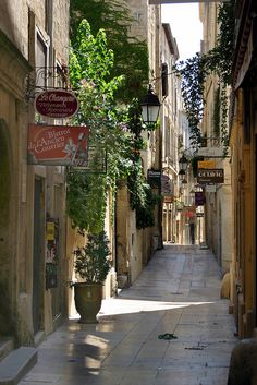 Rue de l'Ancien Courrier, the oldest street in Montpellier, France (by D9006).