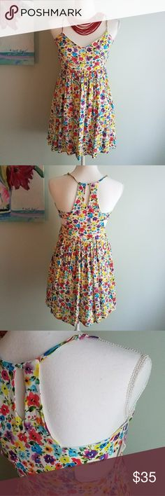 Minkpink Floral Dress Size Small Adorable open back and zippered side with button closure. Adjustable straps. 4859696p05 minkpink  Dresses Mini