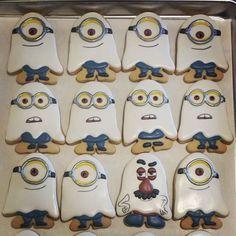 Ghost Minion Halloween Cookies Halloween Cookies Decorated, Halloween Sugar Cookies, Halloween Sweets, Decorated Cookies, Fall Cookies, Cute Cookies, Holiday Cookies, Cupcake Cookies, Minions