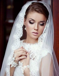 Smokey Eyes Wedding Makeup The eyes look gorgeous and this look can be used during the wedding smokey eyes makeup... Enjoy this bridal makeup tutorial...