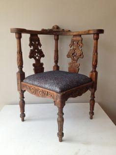 Antieke hoek stoel. Meer vergelijkbare meubels op www.marktplaatshelper.nl | Antique chair. More items for sale on www.marktplaatshelper.nl