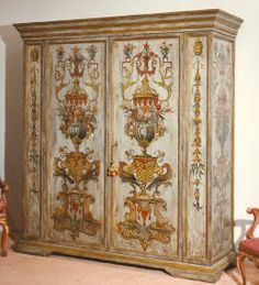 Playing a wardrobe in Venetian Baroque style destination 'of the XVIII century, painted with tempera and gesso background, all done by hand.