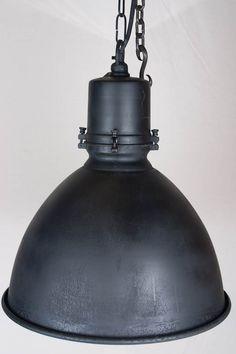 Hanglamp Falcon  Stoere landelijke hanglamp met een oud zilver afwerking. Een gezellige sfeervolle lamp voor boven uw eettafel.    diameter: 50 cm  hoogte: 50 cm