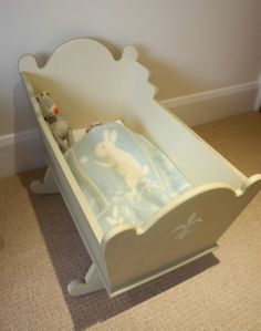 I have just finished this gorgeous crib/cot for a newborn baby, a bed for a child's toy or maybe even someone's precious dog? Whatever your choice is, it can't look better than in this crib. The inside has been painted with Autentico's chalk paint and they are EN71-3 compliant (i.e. child friendly paint!!) and outside with Annie Sloan's Versailles. All it needs is a proper mattress. Nice Christmas present? It can be yours for £80.