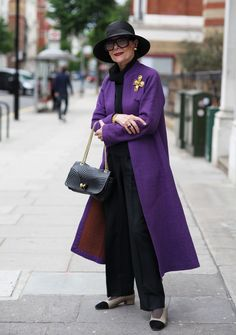"""Gitte Lee"" from ADVANCED STYLE -- do I have a ""best"" category for these amazingly stylish ""advanced"" women?I used to have a merino wool coat just this color. Mature Fashion, Fashion Over 50, Look Fashion, Cheap Fashion, Fashion 2017, Fashion Women, Fashion Trends, Stylish Older Women, Outfits Mujer"