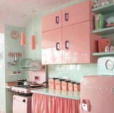 Fabulous Retro Kitchen Design Ideas To Get Mid Century Accent – Kitchen – retro Kitchen Retro, Retro Kitchen Appliances, New Kitchen, Country Kitchen, Kitchen Yellow, Kitchen Cabinets, Kitchen Grey, Gold Kitchen, Awesome Kitchen