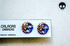 #Zarcillos pegados pintados sobre acrílico azul  #CalacasCaracas  Pedidos vía whatsapp [ver perfil]