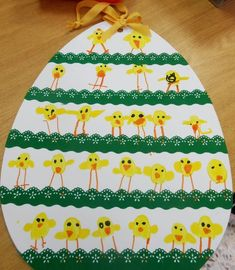Ecco le simpatiche creazioni fatte dai nostri bambini per il mercatino di Pasqua Coniglietti, pulcini e carote della classe verde ...