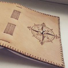 Malý kožený zápisník s kompasom A6