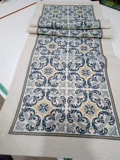 Cross Stitch Designs, Cross Stitch Patterns, Palestinian Embroidery, White Crosses, Home Room Design, Tablecloths, Projects To Try, Sketches, Blue And White