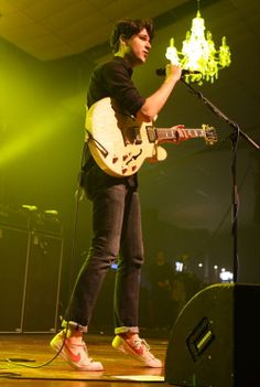 Alex turner alex turner pinterest alex turner and arctic monkeys contra 2010 era lanky legs black skinny jeans sockless old vampire weekendvampiresskinny aloadofball Image collections