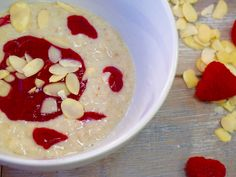 Adding protein powder to your morning porridge is one of the quickest and easiest ways to add some extra protein in your diet. This recipe uses our Pea Protein, a slow releasing protein that helps you to stay feeling fuller for longer. A great option for breakfast! #recipe #porridge #fruit #protein #proteinpowder #peaprotein #breakfast