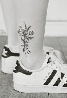 tatouage cheville femme-style-graphique-fleurs