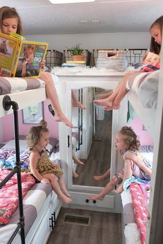 Bohemian-Inspired Camper Featuring ThoseByrneGirls Thinking about traveling with your family? Tour this beautiful, bohemian-inspired camper that belongs to a family of Photos from ThoseByrneGirls Camper Hacks, Diy Camper, Camper Life, Rv Life, Camper Bunk Beds, Couch Bunk Beds, Bed Mattress, Tyni House, Bus Living