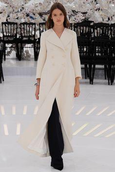 #FASHION #NEWS 2014  Retrouvez l'article et les images de toute la collection de #CHRISTIAN #DIOR Haute Couture automne/hiver 2014-2015 de la Fashion Week de #Paris e, cliquant le lien ci-dessous: http://fashionblogofmedoki.blogspot.be/