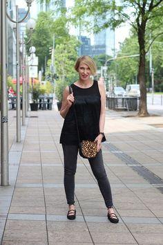 A fashion blog for women over 40 and mature women Blouse: Malene Birger Denim: Levis Ballerinas: Zara Bag: Maje