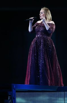 Review: Adele's arena-style, but intimate concert at Adelaide Oval, March 13, 2017 | Adelaide Now