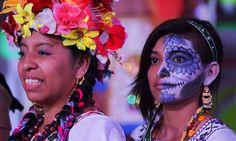 Representación de La Llorona en Xochimilco.15 fotos en Cuartoscuro: desde la máscara del 'Chapo' hasta el Circo de los Horrores - Aristegui Noticias