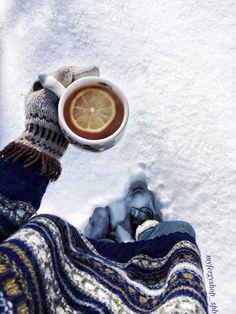 #зима #снег #гуляю #чай #лес #вязанныйсвитер #чашка