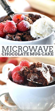 Chocolate and pear crumble cake - HQ Recipes Gooey Chocolate Mug Cake, Microwave Chocolate Mug Cake, Mug Cake Microwave, Chocolate Mug Cakes, Chocolate Flavors, Microwave Desserts, Chocolate Recipes, Easy Desserts, Dessert Recipes