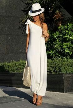 Discover and organize outfit ideas for your clothes. Decide your daily outfit with your wardrobe clothes, and discover the most inspiring personal style Ibiza Fashion, Women's Summer Fashion, Look Fashion, Fashion Outfits, Bikini Fashion, Beach Fashion, Womens Fashion, Ibiza Outfits, Casual Outfits