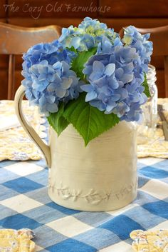 """The Cozy Old """"Farmhouse"""": Mix-N-Match Spring Table Setting"""