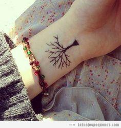 arbol con hojas de colores tatuaje - Buscar con Google