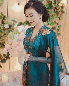 We all deserve to be Happy 🌷 Kebaya Hijab, Kebaya Brokat, Dress Brokat, Batik Kebaya, Kebaya Dress, Kebaya Muslim, Kebaya Wedding, Disney Wedding Dresses, Pakistani Wedding Dresses