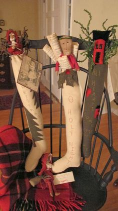 skinny stockings out of muslim. Primitive Christmas Decorating, Prim Christmas, Country Christmas, Winter Christmas, All Things Christmas, Handmade Christmas, Vintage Christmas, Christmas Holidays, Christmas Crafts