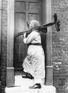 woman chimney sweep in Kent, 'carrying on the business of her husband who was a sweep before the war' Old Pictures, Old Photos, Vintage Pictures, Vintage Images, Chimney Sweep, Women In History, British History, Antique Photos, First World