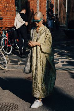 Vogue's street style photographer Søren Jepsen shortlists the best-dressed guests at Helsinki Fashion Week spring/summer Look Street Style, Street Style Summer, Street Style Dresses, Danish Street Style, Mode Chic, Mode Style, Men's Style, Fashion Weeks, Fashion Outfits