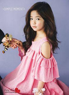 Ellie nhìnnghiêng cứ như phiên bản Park Shin Hye thu nhỏ.(Ảnh: Internet) Little Fashion, Boy Fashion, Pritty Girls, Romantic Princess, Kids Wardrobe, Frill Dress, Park Shin Hye, Girls Dresses, Summer Dresses