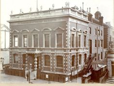 The grand municipal building on the King's Road which is the home of the Chelsea Registry Office, the Sports Centre and Chelsea Library is called Chelsea Old Town Hall. It wascompleted in …
