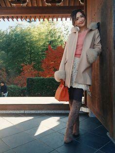 紗栄子さんの「MERCURYDUO 【DUO】 袖ファー付フードコート」を使ったコーディネート