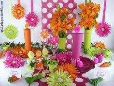 Pour une table festive, rehaussez une simple nappe blanche à l'aide d'un #chemin de #table #fushia à gros pois (http://www.decodefete.com/chemin-table-pastillas-fushia-p-2223.html) et faites bourgeonner des gerberas de toutes les couleurs (http://www.decodefete.com/-c-124_132.html?page=3=2a) !