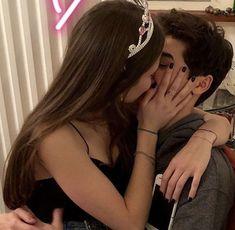 Cute Couples Photos, Cute Couple Pictures, Cute Couples Goals, Couple Goals, Couple Pics, Emo Couples, High School Couples, Teenage Couples, Couple Kissing